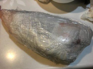 そこまで必要!?刺身用魚を冷蔵保存する際の厳重ラッピング