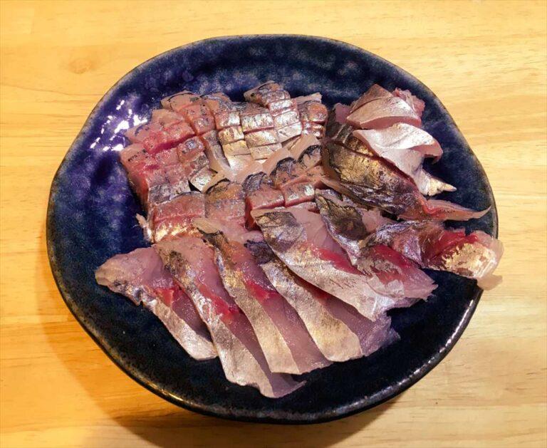釣り人がスーパーで買ったアジを捌いて刺身で食べる