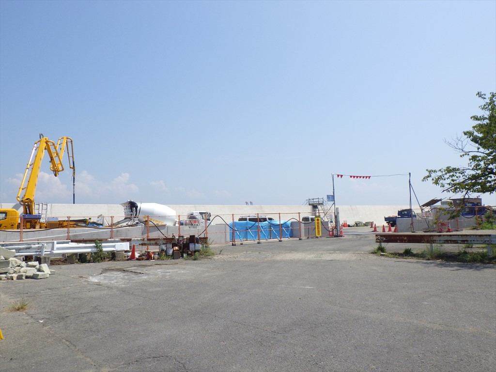 福浦岸壁の「防潮堤工事」一部完成!やっぱり高さはエグかった!